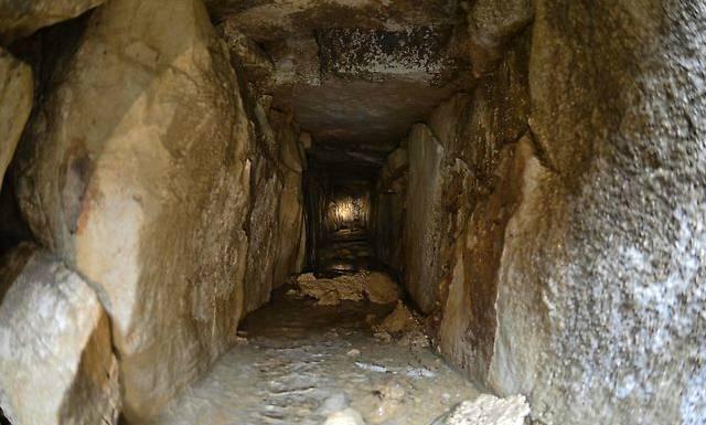 La exploración del sistema hidráulico se hizo con cámaras de video adaptadas a un par de pequeños vehículos, con la ayuda del arqueólogo Miguel Angel Vázquez y del trabajador Hernán Peñate.
