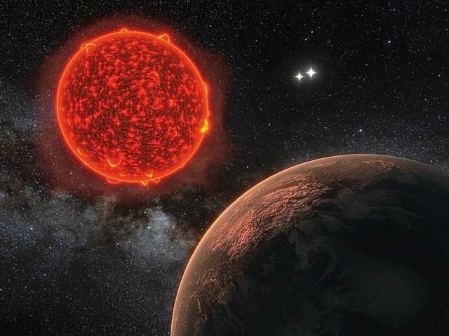 El planeta se encuentra a 1,3 pársecs de la Tierra y se necesitarían 20 años para alcanzarlo si se viajara a una velocidad de un 20% la velocidad de la luz.