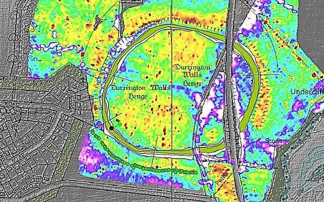 El georradar había detectado anomalías (en verde) en Durrington Walls.