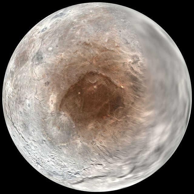 pluto-moon-charon-red-spot-polar-view
