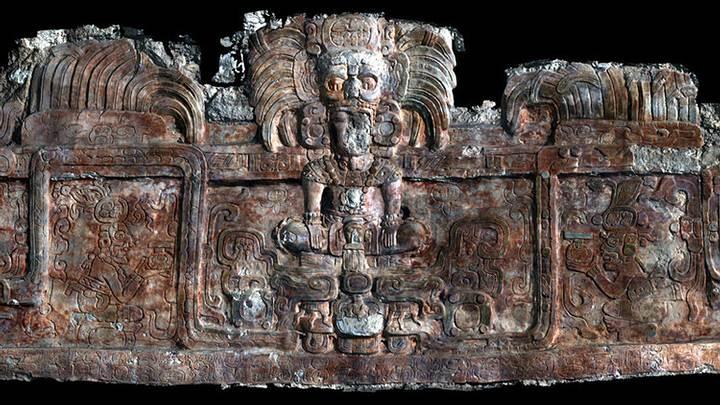 Escaneo 3D del friso que decora el edificio donde se halló una de las tumbas.