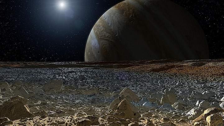 Representación de una luna de Júpiter. Los rayos cósmicos tienen mayor intensidad en la superficie de cuerpos con una atmósfera y una magnestofera más débiles.