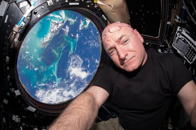 Este año, el astronauta Scott Kelly batió un nuevo récord al convertirse en el estadounidense que más tiempo ininterrumpido ha pasado en el espacio, con 340 días consecutivos en la EEI.