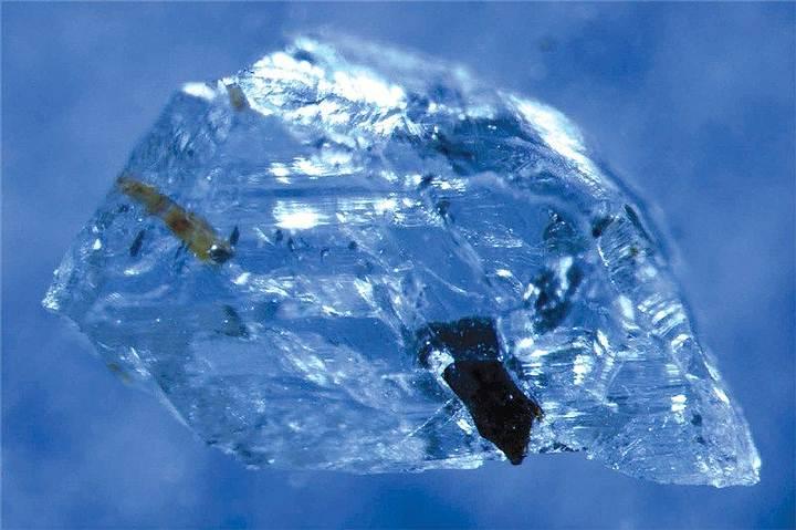Diamante encontrado en Juína, Brasil.