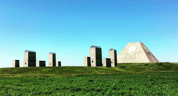En caso de que los soviéticos lanzasen un ataque con misiles nucleares sobre Estados Unidos, la misión de las bases Safeguard era proteger los silos de misiles americanos para que pudiesen responder al ataque.