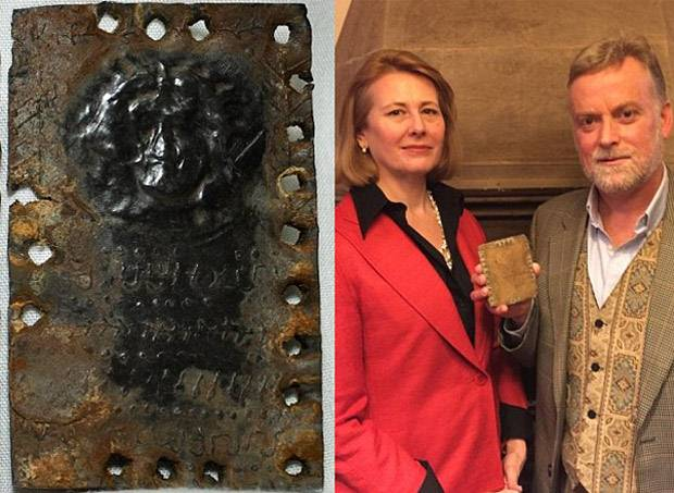 Los autores David y Jennifer Elkington (derecha) han estado haciendo campaña desde 2009 para que los códices sean reconocidos como auténticos y protegidos.
