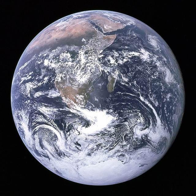 Imagen de la tierra sacada por el Apollo 17 conocida como «la canica azul».