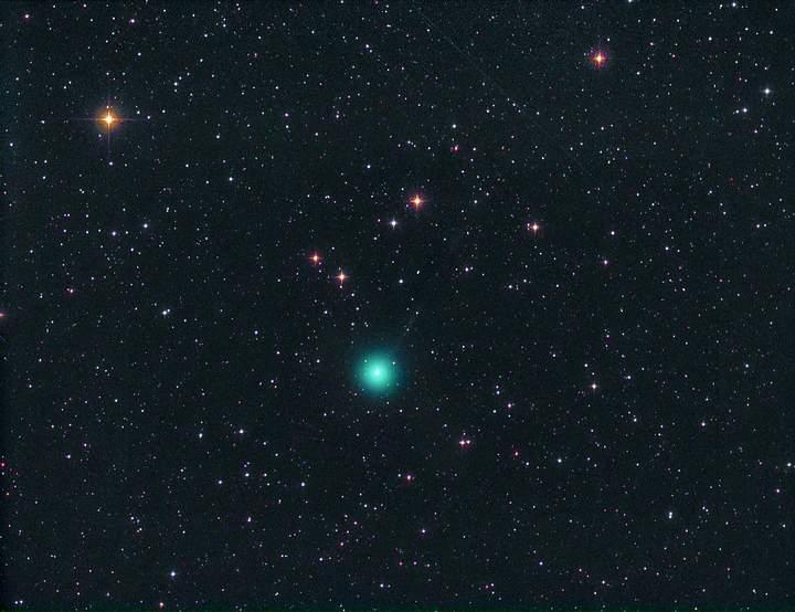 El cometa C/2016 U1 NEOWISE fotografiado el pasado 13 de diciembre, cuando pasó 0.709 UA de la Tierra .