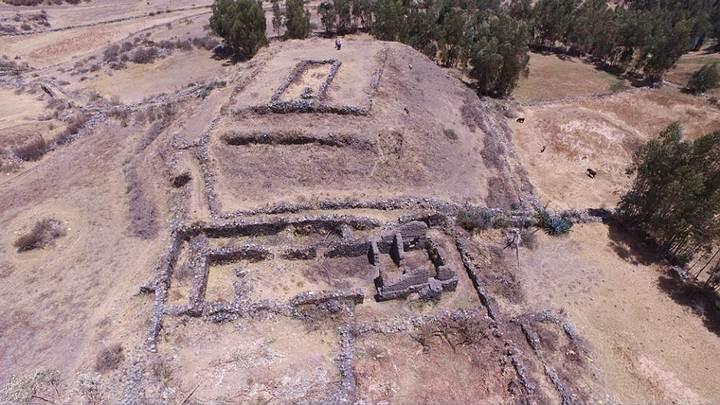 Panorámica de la pirámide escalonada, descubierta en la provincia peruana de Recuay.