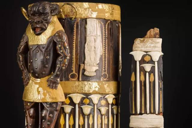 La caja de perfume, hecha de cedro, marfil y oro, está decorada con una criatura grotesca que se cree servía para mantener a raya a los malos espíritus.