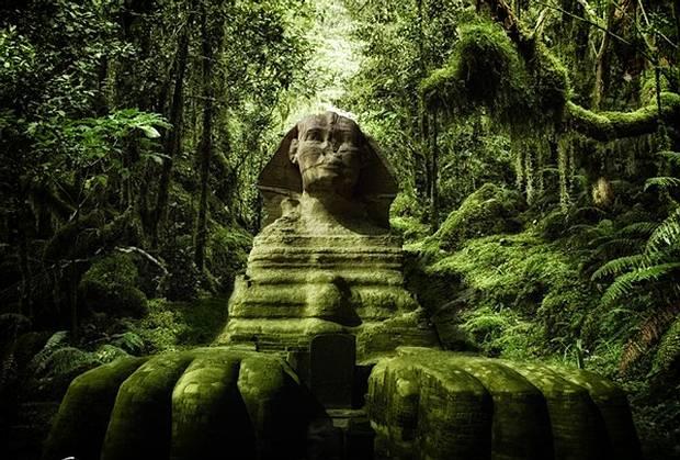 Basados en el hallazgo de marcas de erosión pluvial (por lluvia), varios investigadores y geólogos han sugerido que la Gran Esfinge fue construida miles de años antes de lo que la historia oficial dice.