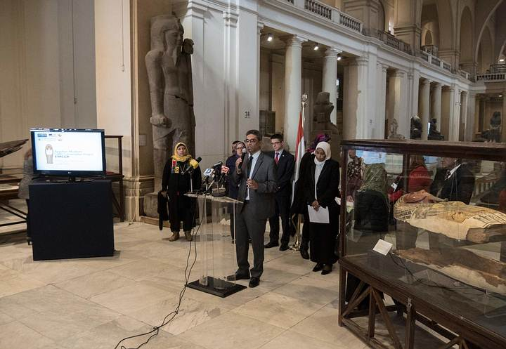 El jefe del departamento de conservación del museo, Moamen Ozman, en la presentación del proyecto. Foto: Francisco Carrión.