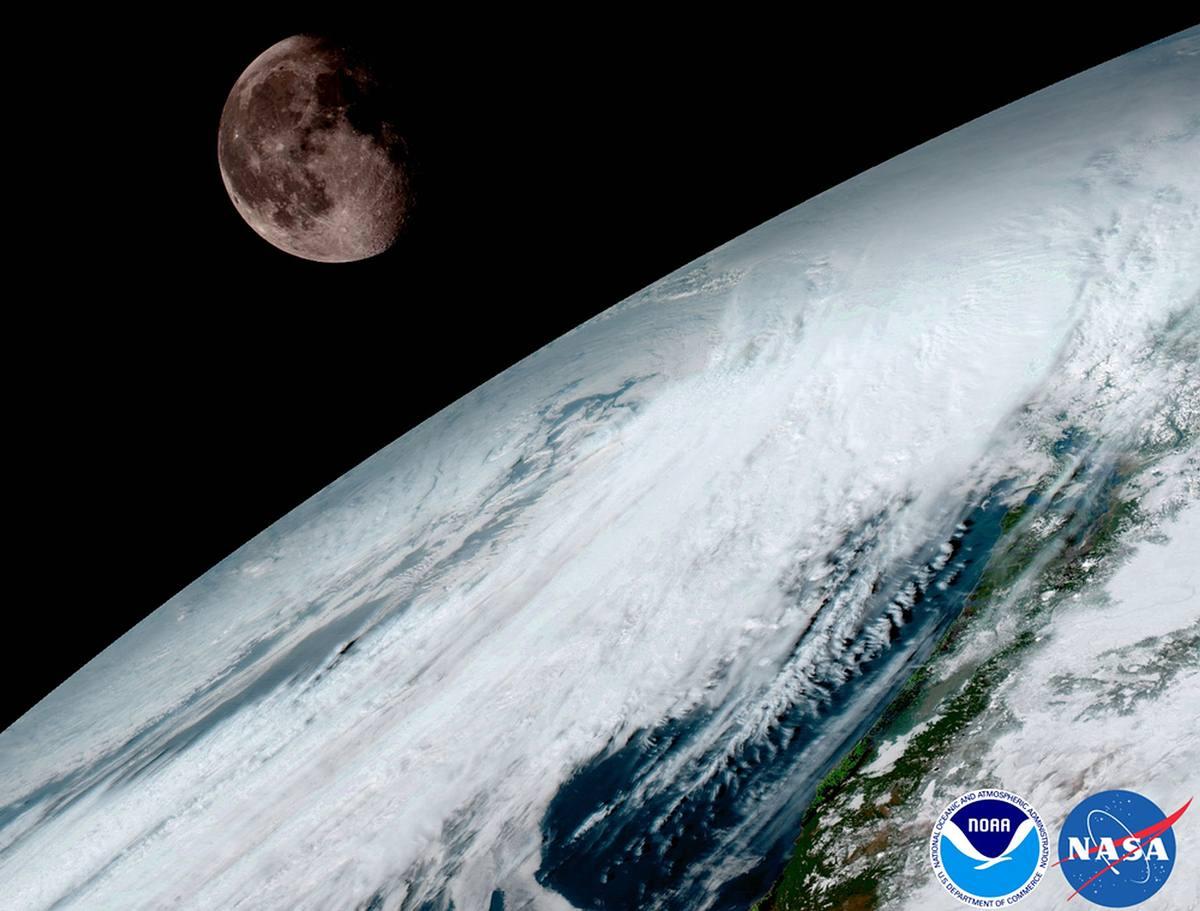 GOES-16 captó esta fotografía de la Tierra y la Luna el pasado 15 de enero.