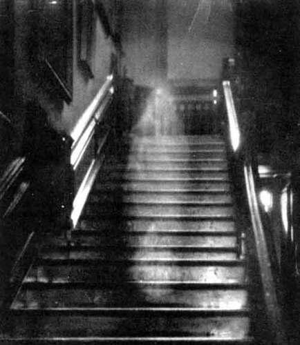 «La Dama de Marrón de Raynham Hall», una de las fotografías de fantasmas más célebres del mundo.