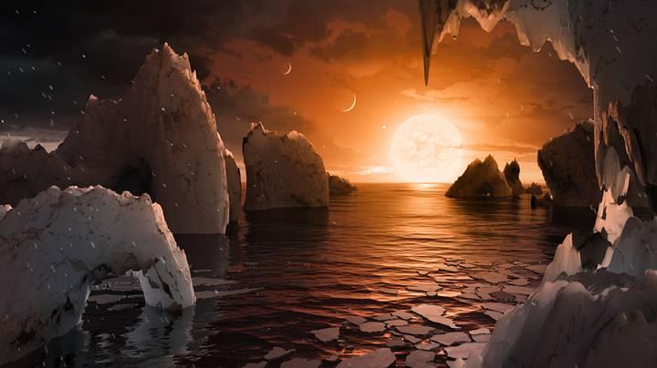 Con una estrella 10 veces más pequeña que el Sol y 100 menos brillante, la luz del día sería como la de nuestro atardecer. Además, veríamos alguno de los otros planetas vecinos muy cerca. Según los cálculos, el tamaño del TRAPPIST-1 en el cielo podría ser como el de dos Lunas.