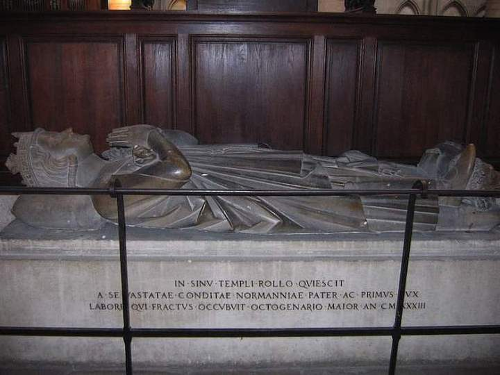 Tumba de Rollo en la catedral de Ruan.