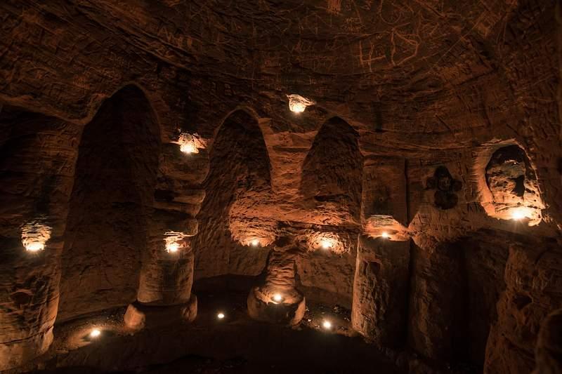 ARCOS. Tallados y conservados en perfecto estado: así están los arcos en el interior de la cueva.