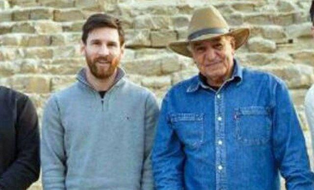 Lionel Messi junto a Zahi Hawass.