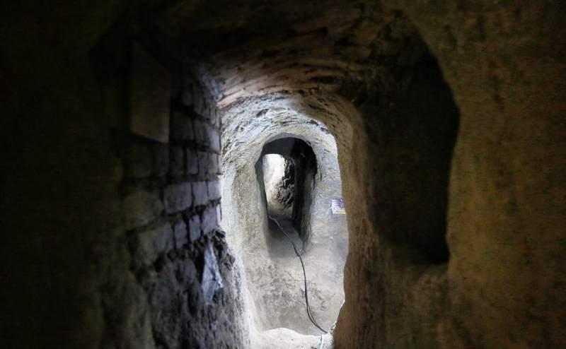 Cada habitación se conecta a otra mediante angostos túneles.