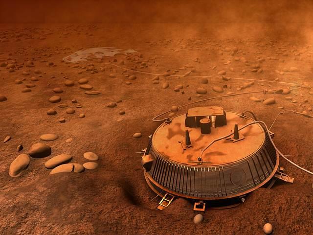 Durante sus años en el espacio exterior, Cassini consiguió hitos como el descenso de la sonda Huygens en la luna Titán, en el que fue el primer descenso de un artefacto humano sobre la superficie de un cuerpo del sistema solar exterior.