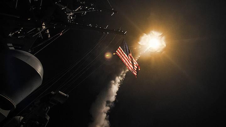 En la madrugada del 7 de abril, EE.UU. lanzó 59 misiles de crucero Tomahawk desde dos destructores en el mar Mediterráneo contra la base aérea siria de Shayrat (provincia de Homs). El blanco del ataque fue la instalación militar desde la que, supuestamente, las fuerzas del Gobierno sirio lanzaron armas químicas contra la localidad de Jan Sheijun. Siria ha calificado lo sucedido de acto de «agresión».