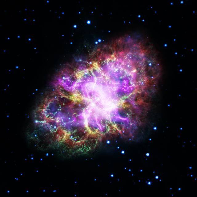 La nebulosa del Cangrejo es un resto de supernova de tipo plerión. Fue observada y documentada como una estrella visible a la luz del día por astrónomos chinos y árabes, el 4 de julio de 1054. La explosión se mantuvo visible durante 22 meses.