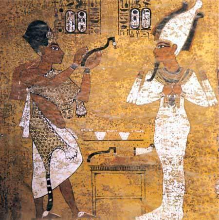 Ay, consejero de Akenatón y posteriormente de su hijo, llevando a cabo la ceremonia de «la apertura de la boca». Escena presente en la tumba de Tutankamón.