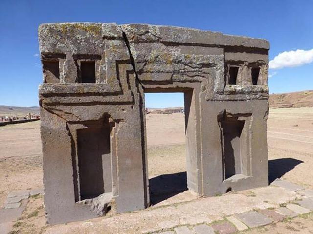 Parte posterior de la Puerta del Sol (Inti Punku), en Tiahuanaco.