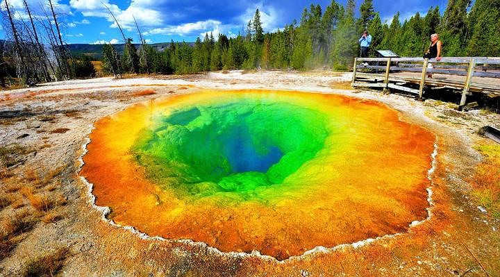 El estanque de Morning Glory Pool, Parque Nacional de Yellowstone.