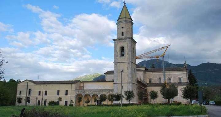 El convento donde supuestamente apareció la bolsa de pan, transportada hasta ahí por un ángel, por encargo del santo.