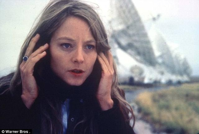 Jodier Foster en la película 'Contacto' (1997). Dirigida por Robert Zemeckis, es una adaptación cinematográfica de la novela del mismo nombre escrita por Carl Sagan en 1985.
