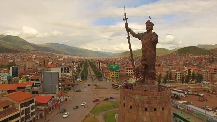 Estatua de Pachacútec Inca, Cusco, Perú. (Ver en Google Maps).