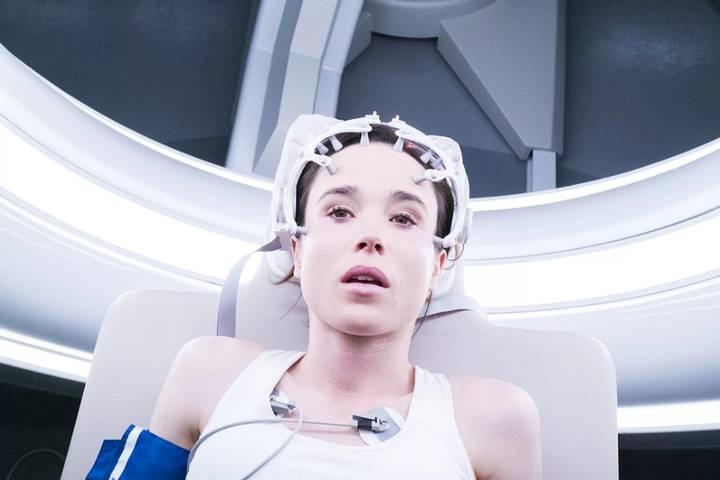 En la película 'Flatliners' (2017), cinco estudiantes de medicina obsesionados con el más allá se embarcan en un osado experimento: detener el corazón por cortos periodos de tiempo para tener experiencias cercanas a la muerte.
