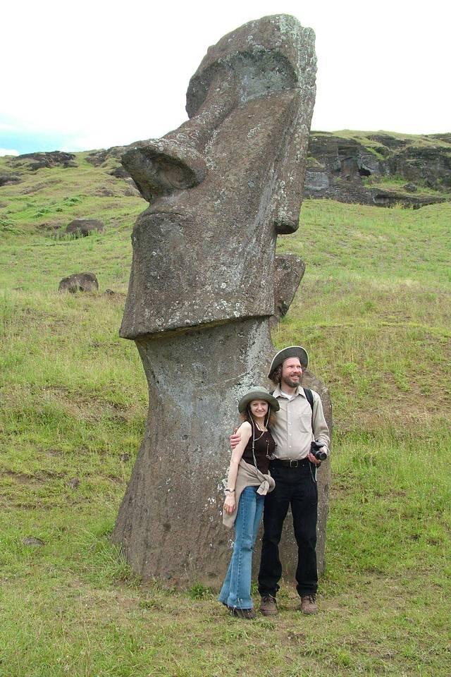 Robert Schoch junto a su esposa Catherine Ulissey durante la visita a la isla de Pascua.
