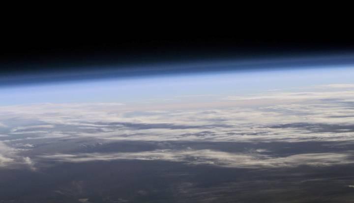 Vista de la atmósfera terrestre desde el espacio.