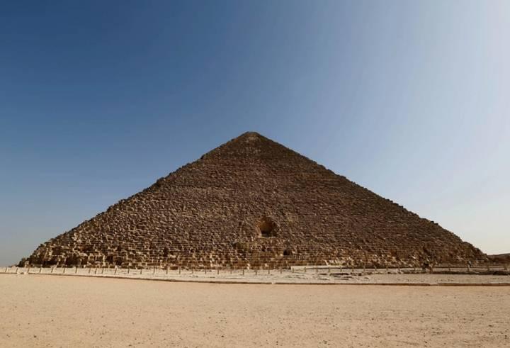 Cara norte de la Gran Pirámide, donde se halla la cavidad más pequeña detectada y la primera que será explorada.