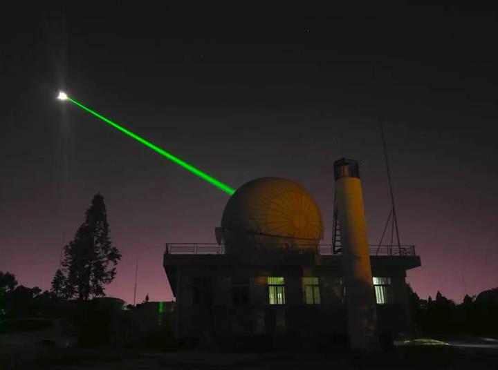 laser-moon