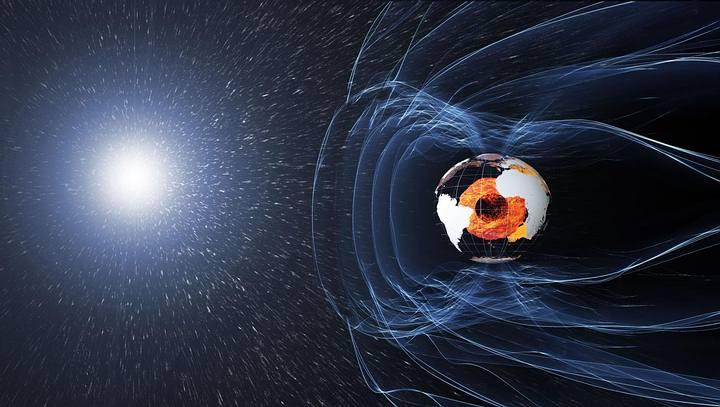 El núcleo sólido de la Tierra genera el campo magnético del planeta.