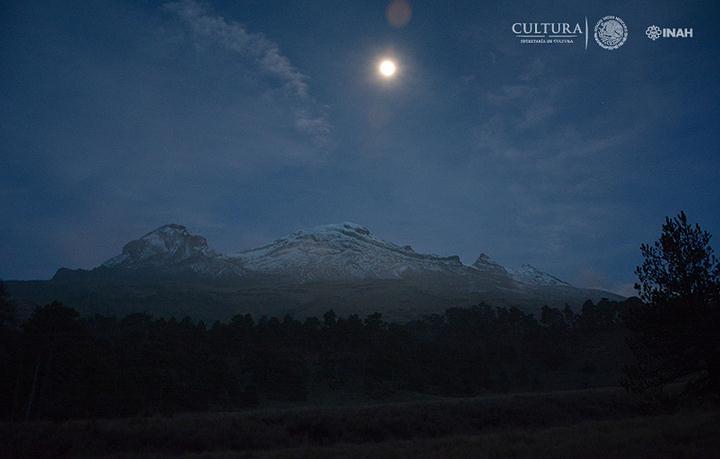 Vista nocturna a las faldas del del volcán Iztaccíhuatl. Foto: Isaac Gómez, cortesía Proyecto Arqueológico Nahualac, SAS-INAH.