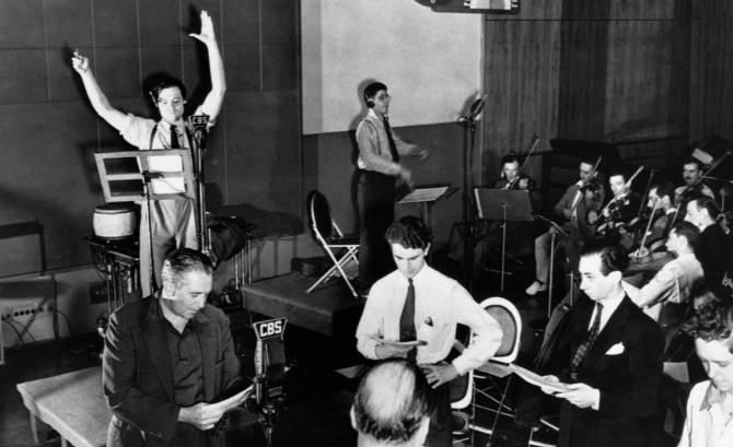 Cuando Orson Welles emitió en 1938 su adaptación de La guerra de los mundos, de H.G. Wells, no se esperaba que causaría tamaño revuelo. La supuesta noticia de un contacto (hostil) con una raza extraterrestre supuso un duro golpe para la tranquilidad de los habitantes de este pequeño planeta.