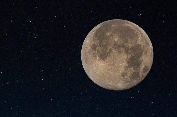 amos_moon