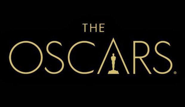 Uno de los últimos isologos de los premios pone la estatuilla dentro de la letra 'A', que forma una suerte de pirámide egipcia que alberga al Oscar. Nada sutil la referencia...
