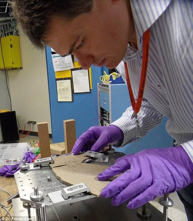 Fabien Knoll, en su laboratorio.
