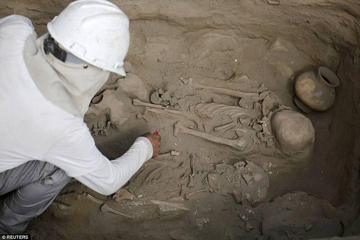 Esqueletos de niños sacrificados ritualmente por la cultura Chimú son hallados en Perú Sacrificios-chimu