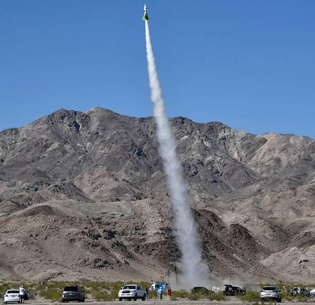 terraplanista-rocket-launch
