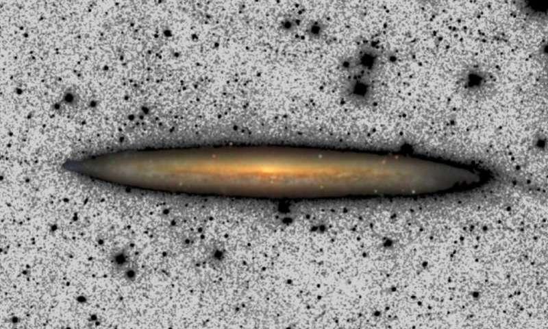 Imagen compuesta de NGC 5907.