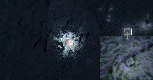 Extraña estructura cuadrangular en el cráter Occator de Ceres.