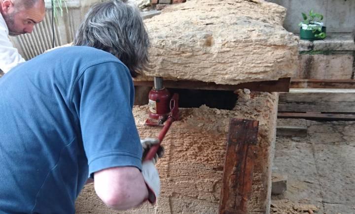 Apertura del sarcófago.