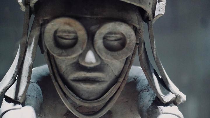 Tláloc, dios azteca de la lluvia, portando unas extrañas gafas. Museo de Antropología de Xalapa. Foto: Ernesto Hernández Oliver.