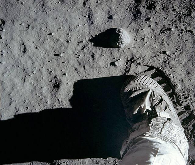 Buzz Aldrin, el segundo hombre en pisar la Luna, dejando su huella en el superficie.